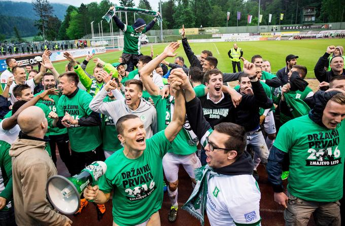 Unforgettable celebration of Olympia in the penultimate round of the 2015/16 season. In green-white, only a handful of footballers insisted, who at that time won the title of national champion.
