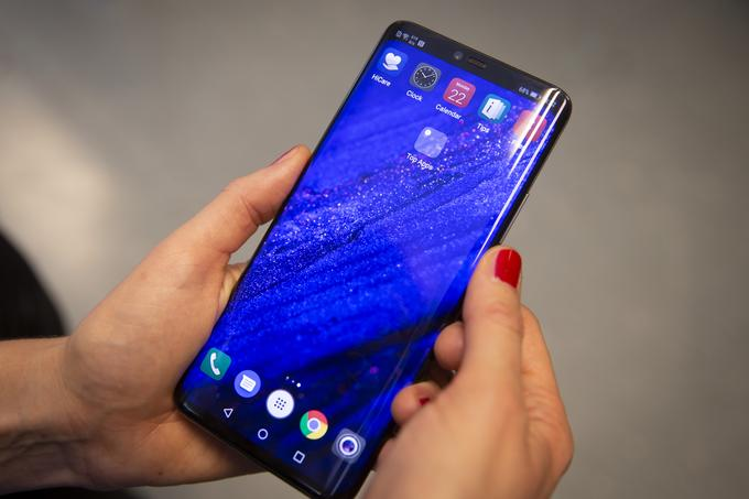 Just because of the abundance of novelties, this time our first impressions may not be finished - we just could not test everything the Huawei Mate 20 Pro delivers.