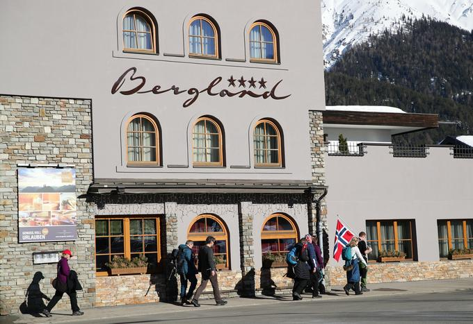 In front of the hotel that is located in Seefelden, detainees are currently detained in a large doping affair.