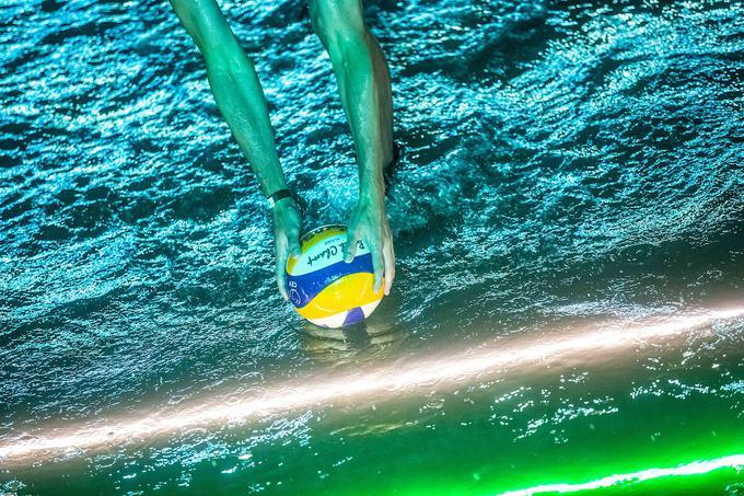 V nadaljevanju večera je sledilo š srečanje trojk partnerjev prvenstva v Stožicah, Sberbanka in Petrola. Ekipo Sberbank so sestavljali slovenski nordijski smučarji, smučarska tekačica Katja Višnar, smučarski tekač Miha Šimenc in smučarski skakalec Anže Semenič. Za crew Petrol pa so zaigrali biathlon Miha Dovžan, Rok Tršan in Andreja Mali.