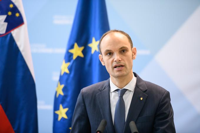 Zunanji minister Anže Logar je poudaril, da zasedanje Evropskega sveta poteka za zaprtimi vrati in samo predsedniki vlad vedo, kaj se pogovarjajo.