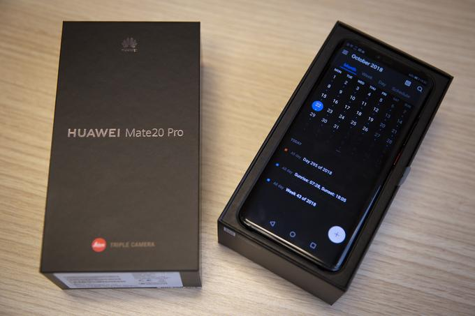 This time, optics located at the top of the Huawei phone are signed by the German company Leica.