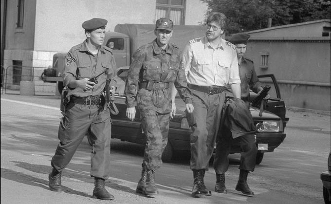 V času vojne za Slovenijo je bil Janez Janša obrambni minister, Igor Bavčar pa notranji minister. Bila sta glavna stratega slovenske obrambe pred JLA.