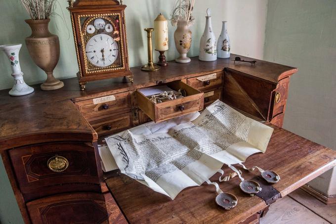Arhiv listin na gradu Tuštanj je obsežen, najstarejša med njimi ima letnico 1528.