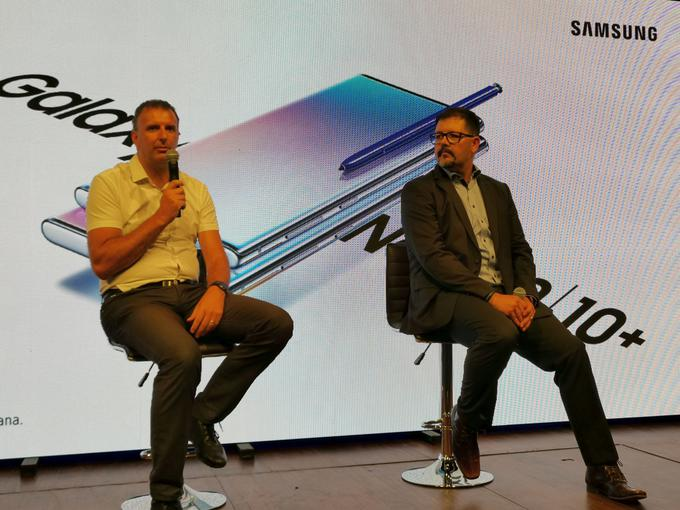 Samsung Slovenia Mobile Phone Guide, Bernard Purkart (left) and Samsung Slovenia Marketing Manager Tomaz Cemic (right)