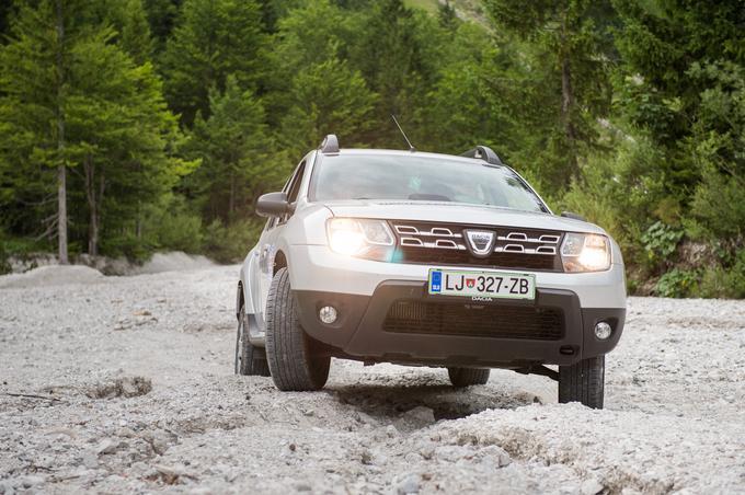 Dovolite, da vas prevzame: Dacia Duster je visokozmogljivi terenec, ki ne pozna kompromisov in ki se uspešno spopada tudi z najbolj zahtevnimi razmerami na cesti.