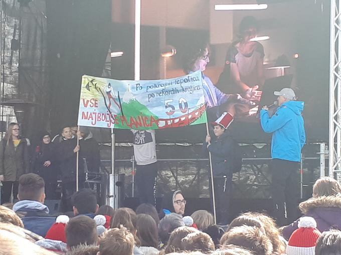 Najlepši transparent so ustvarili učenci in učenke OŠ Angela Besednjaka iz Maribora.