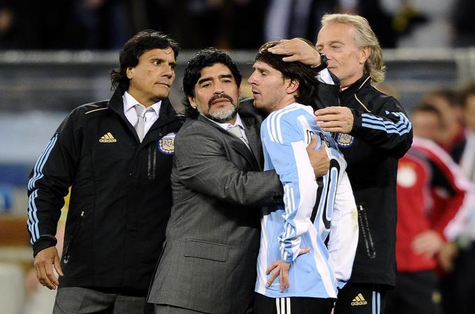 Argentina, ki jo je vodil Diego Armando Maradona, je spadala med največje favorite. Gavčom je šlo v skupini vse gladko (1:0 proti Nigeriji, 4:1 proti Južni Koreji in 2:0 proti Grčiji), nato je v osmini finala s 3:1 padla Mehika, v četrtfinalu pa je sledil potop. Elf je pometel z gavči in jim prizadejal bolečo zaušnico. Bilo je kar 4:0. Prvi zvezdnik Lionel Messi ni na prvenstvu dosegel niti enega zadetka. Tako je selektor Argentine po hudem porazu z Nemčijo in izpadu tolažil Messija.