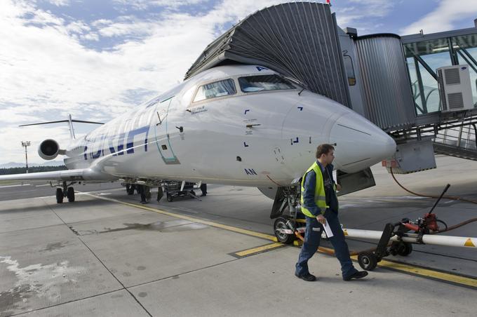 900 CRJ bomber