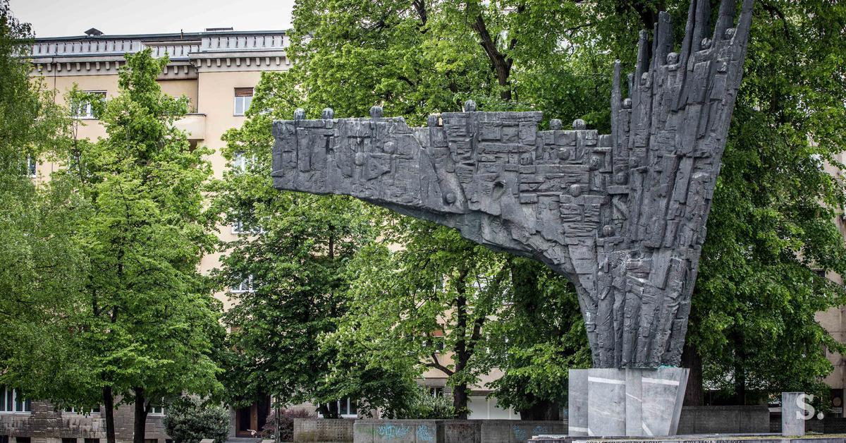 Kako So Dolga Leta Postavljali Spomenik Na Danasnjem Trgu