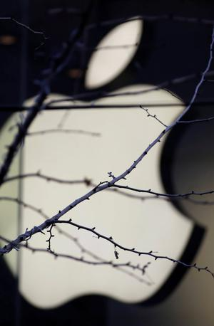 Slovenec v težave spravil veliki Apple #video