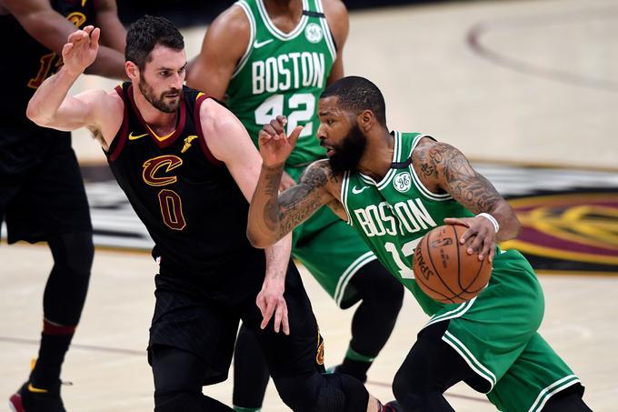 O finalistu vzhoda bo odločala nedeljska tekma pri Bostonu. Ta na desetih obračunih v končnici te sezone doma še ni izgubil.