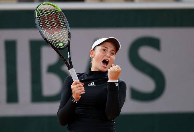 Jelena Ostapenko je izločila drugo nosilko Karolino Pliškovo.