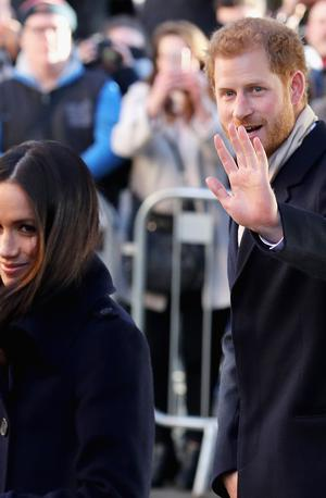 Izredna novica iz Britanije: Meghan in Harry ob kraljeva naziva in denar #video
