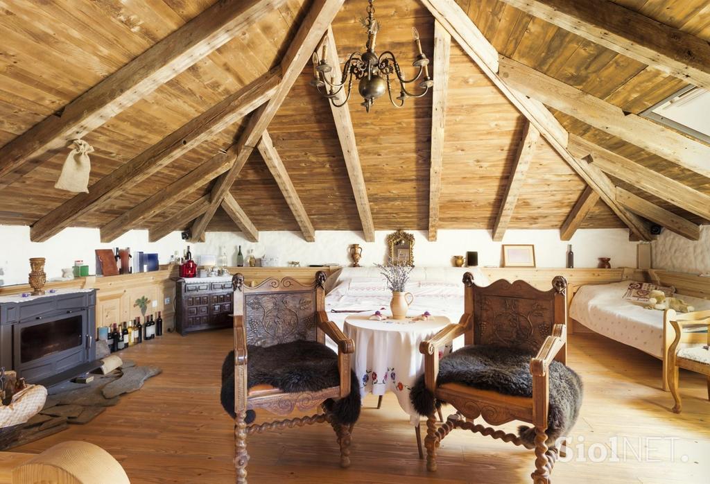 Galerija sodobna mansarda dovr ena in estetska for Plafones de techo y pared
