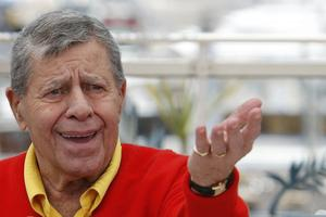 Umrl je komik Jerry Lewis #video