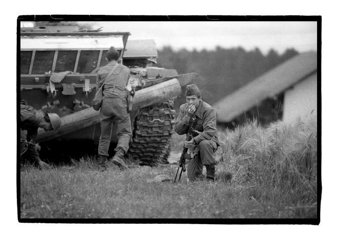 Jugoslovanski generali so pričakovali bliskovit vojaški uspeh, a so se enote JLA na terenu zaradi slovenskega odpora kmalu znašle v velikih težavah.
