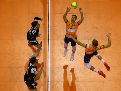 ACH Volley kljub porazu do prvega mesta