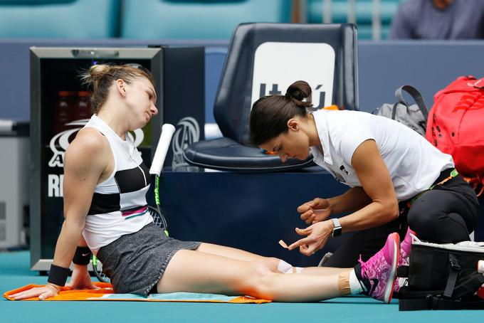 Simona Halep asked for help in the first row.