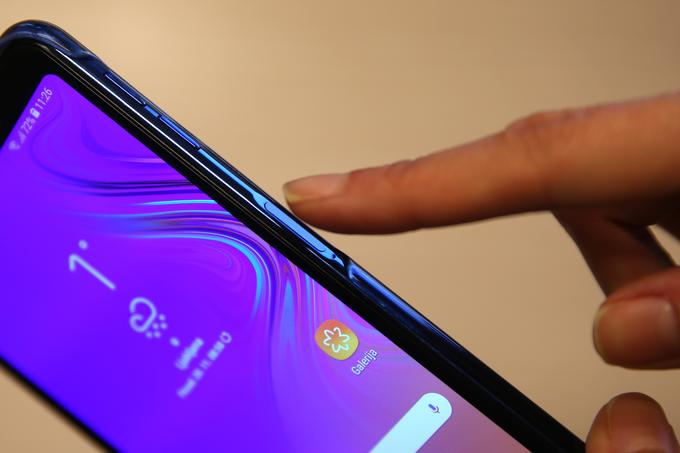 It may be that the power button, where the fingerprint reader is located, looks a bit too deep, but you can be sure that it is not easy to accidentally push it and turn it off or on unintentionally.