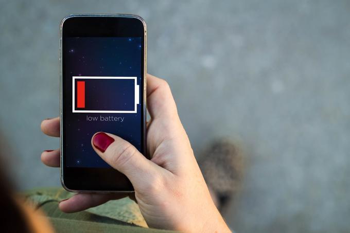 Upoštevanje spodnjih nasvetov bo uporabnikom pomagalo podaljšati življenjsko dobo baterij ne le v pametnih telefonih, temveč tudi v tablicah in prenosnih računalnikih. Kdor se bo odločil, da se jih ne bo držal, najverjetneje sicer ne bo bistveno na slabšem, razen če ima namen svoj pametni telefon uporabljati dlje od povprečja. V Evropski uniji povprečen uporabnik svoj mobilnik namreč zamenja vsakih 21 mesecev (vir: Statista).