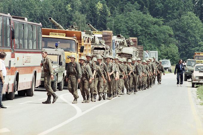 Umik enot JLA z Brnika 4. julija 1991