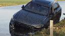 """20 dni po nakupu: športni SUV s 600 """"konji"""" zapeljal v vodo"""
