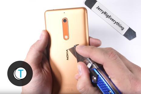 YouTuber dokazal, da je Nokia 5 precej vzdržljiva