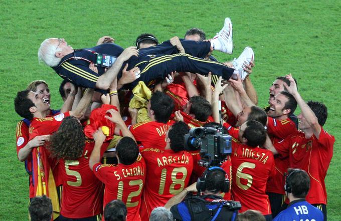 Luis Aragones je leta 2008 popeljal Špance do evropskega naslova pri skoraj 70 letih in končal na rokah varovancev.