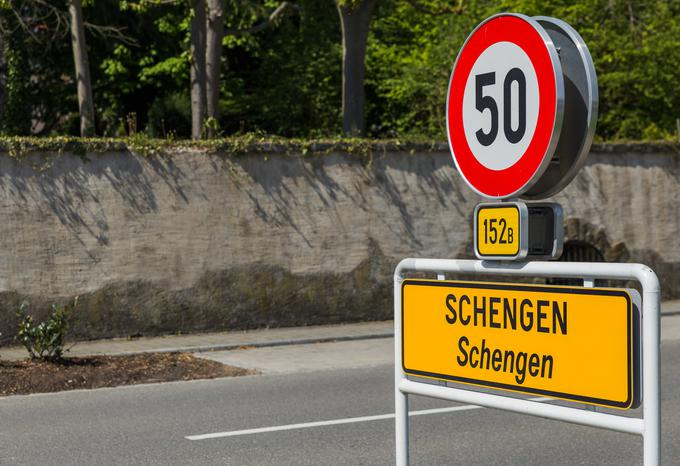 Luksemburško mestece Schengen, kjer so sklenili sporazum o prostem pretoku ljudi v današnjih 26 državah članicah.