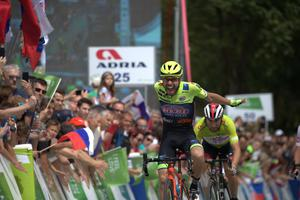 Ulissi kept the green jersey with the help of Slovenian teammate #video