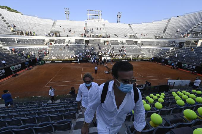 Nedeljske dvoboje lahko v italijanski prestolnici spremlja do 1000 ljubiteljev tenisa.