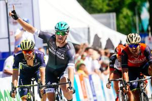 Irish takes first stage, huge crash #video