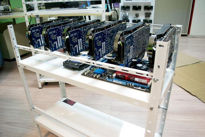 Takole je videti računalniški sistem za rudarjenje kriptovalut z grafičnimi karticami, ki ga je mogoče kupiti tudi pri nas.  |  Foto: Spletna trgovina Mlacom