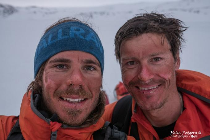 Miha Podgornik, which Kostelic over Icelandic and part of Greenland, has for the personal purposes (a child expects) to leave this trip. In the place of a climber and photographer, his brother Jan Podgornik will replace it.