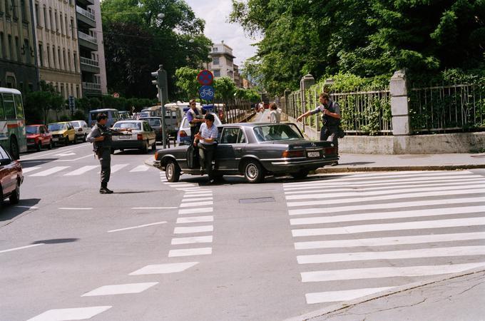 Nadzor vozil v Ljubljani 29. junija 1991, s katerim so poskušali preprečiti morebitne teroristične napade pripadnikov JLA v civilu.