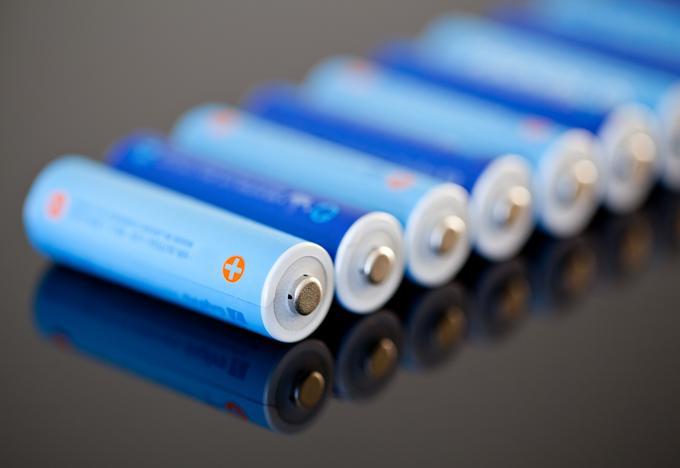 Te baterije so, če jih nismo izpraznili in nato napolnili do konca, lahko tudi pozabile, kakšna je njihova pra   va kapaciteta.