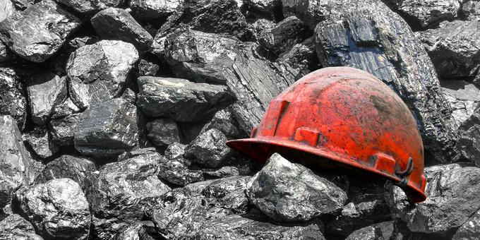 rudar čelada premog