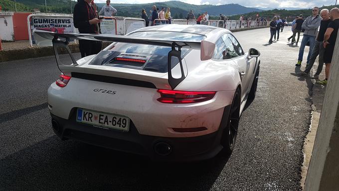 Slovenski porsche 911 GT2 RS.