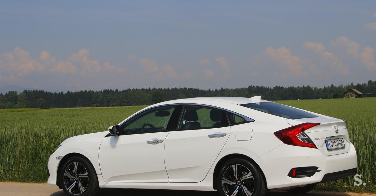 Honda v Slovenijo pošilja še granda, limuzinskega civica # ...