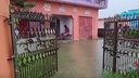 V poplavah in plazovih v Nepalu in Indiji skoraj 200 mrtvih #video