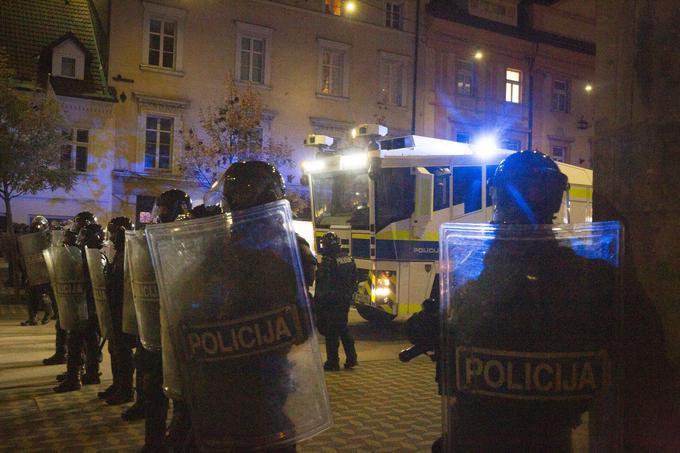 Anis Ličina je bil po navedbah policije na nasilnih protestih v Ljubljani 5. novembra lani vodja skupine nasilnih protestnikov.