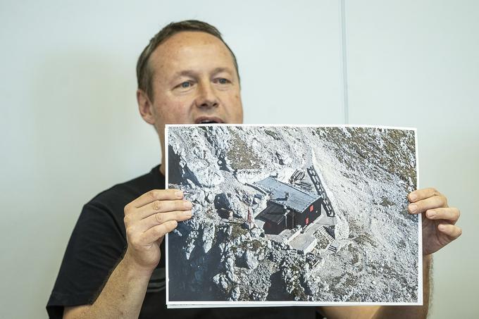 Rapalska meja je bila prava gorska meja, saj je povprečna nadmorska višina opisanih 61 glavnih mejnikov okrog 1.300 metrov. Ob njej so številni italijanski objekti, od katerih so mnogi propadli zaradi zanemarjenosti.Foto: Ana Kovač