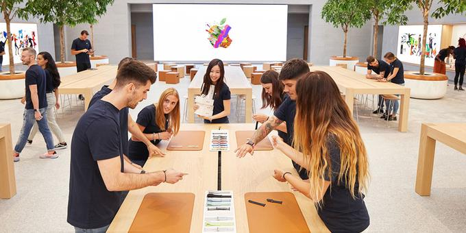 Apple has stopped selling controversial phones in its stores in Germany (photo is symbolic), but not by distributors and mobile operators, because they are convinced that the sale restriction of controversial iPhone models is only related to their direct sales.
