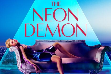 Neonski demon (The Neon Demon)