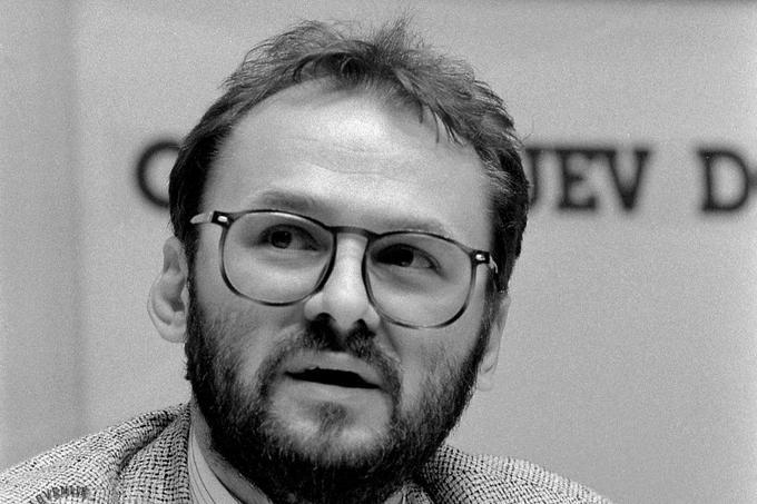 Slovenija v desetdnevni vojni ni zmagovala samo na bojnem polju, ampak tudi v vojni informacij. Predvsem po zaslugi tiskovnih konferenc, ki jih je v Cankarjevem domu vodil takratni minister za informiranje Jelko Kacin.