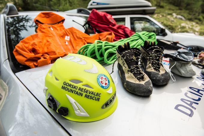 Del obvezne plezalne opreme gorskega reševalca, ki jo ima s seboj na vsaki reševalni odpravi v gore.