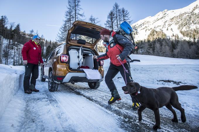Gorski reševalci so za vse, ki potrebujejo pomoč v gorah, vedno na voljo. Tudi pozimi, ko so razmere še posebej nevarne in ko mnogi precenijo svoje znanje, še pogosteje pa pozabijo na potrebno opremo ali je ne znajo pravilno uporabljati.