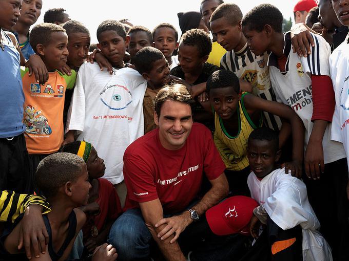Roger Federer s svojo fundacijo veliko pomaga otrokom.