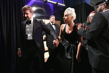 Bosta sveže samski Bradley Cooper in Lady Gaga vendarle pristala skupaj? #video